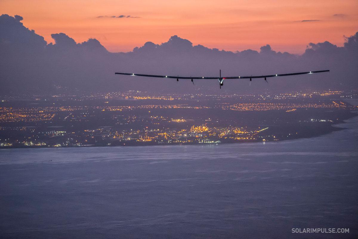 Solar Impulse 2 Approach to Hawaii